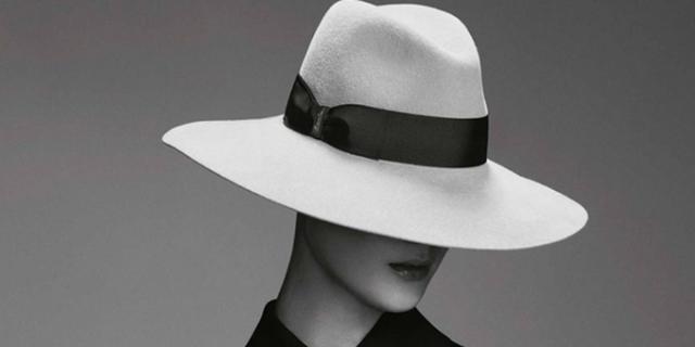 Ritratto di donne in bianco